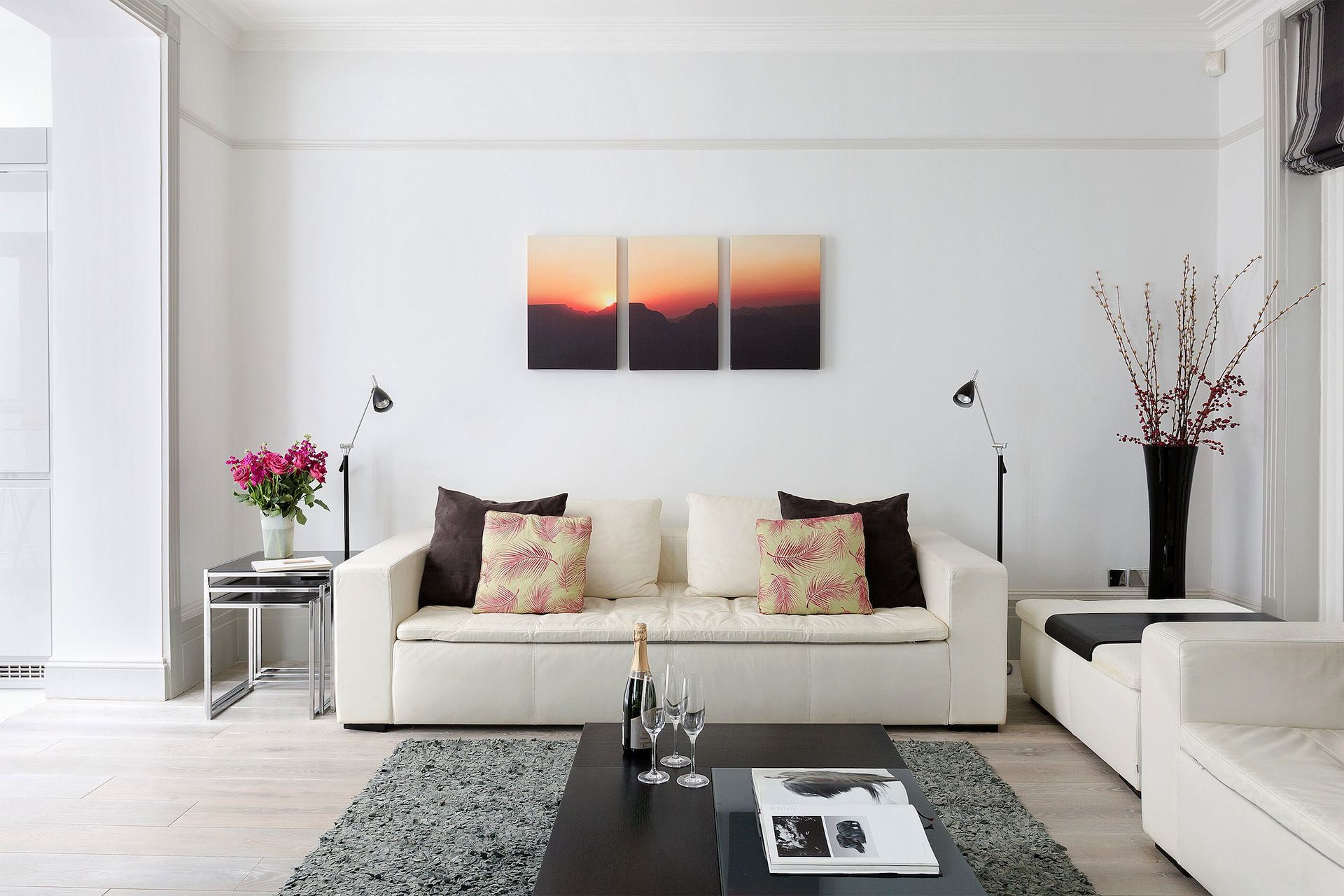 Living room of the Coleherne vacation rental offered by London Perfect
