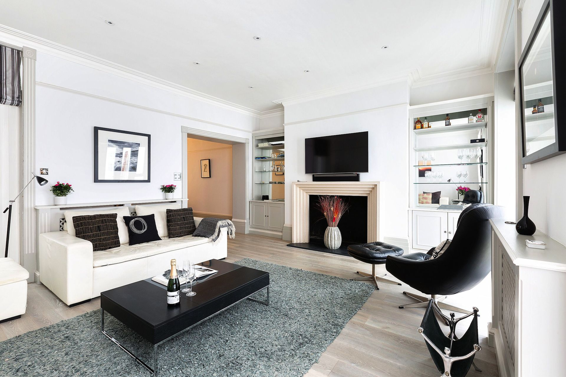 Room to relax in the Coleherne vacation rental offered by London Perfect