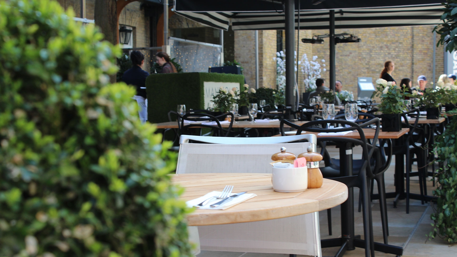 Casual Restaurants & Cafes