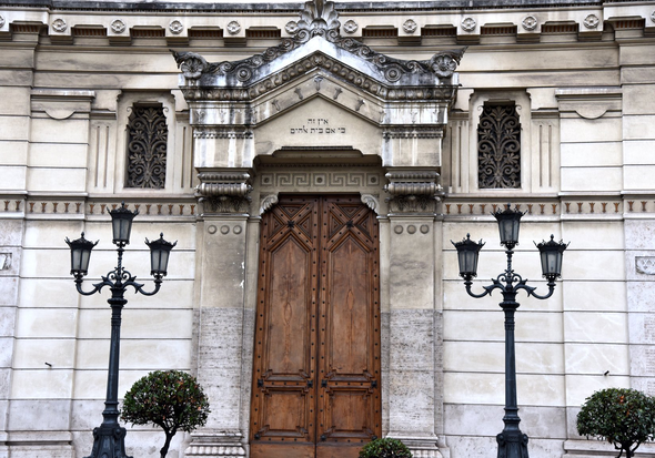 Discovering the Jewish Quarter and Piazza Mattei in Rome